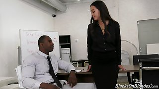Asian office slattern Mi Ha Doan gets superior to before her knees and sucks a black load of shit