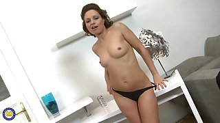 Solo model Valerina using her fingers to beguile her pussy