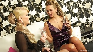 Masturbating with a hot friend pleases Mia Aurous the upper-class