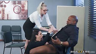 Angela White spreads her arms for a friend's black dick on the table