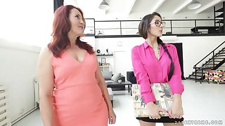 Mature lesbian Red Mary shows barely legal Darcia Lee how it's unabated