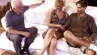 Jolie mature put the squeeze on someone en double devant sprog mari