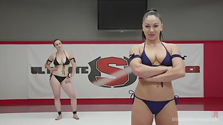 Bella Rossi gets the brush wet pussy charmed by the brush friend's big strapon