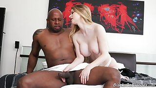 Pallid American cowgirl Bunny Colby jumps on massive black cock