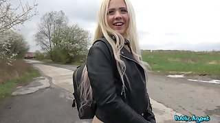 Open-air wild fuck with a stranger is all that horny Anna Rey wants