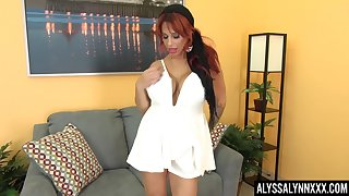 Red haired cougar Alyssa Lynn is masturbating wet yummy cunt
