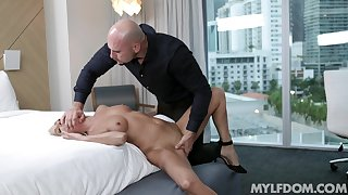 Refined blonde Mysha Mynx has a lot of love to give the right suppliant