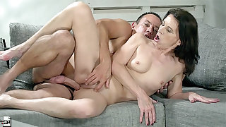 Dirty elderly lady fucked close by her smooth cunt