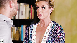 Mature blonde MILF India Summer seduced added to pounded respecting a difficulty kitchen